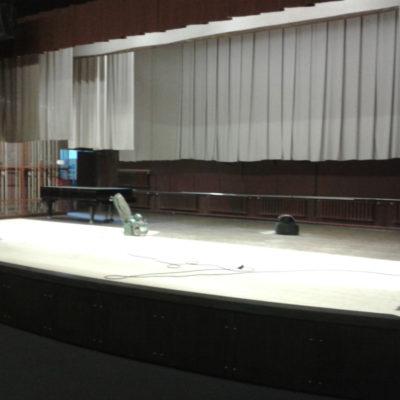 Haljala rahvamaja suure saali lava laudpõranda lihvimine 110 m2