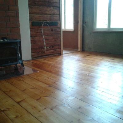 Kalamaja 130.a vana värvitud korteri laudpõranda värvi eemaldamine infrapuna lambiga, lihvimine ja õlitamine 3