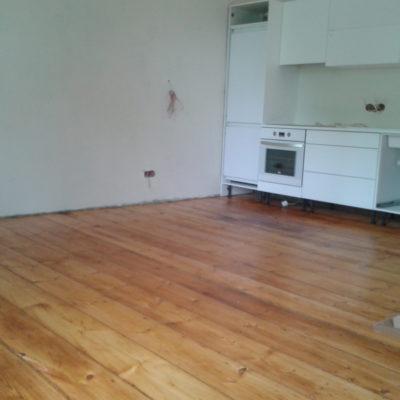 Kalamaja 130.a vana värvitud korteri laudpõranda värvi eemaldamine infrapuna lambiga, lihvimine ja õlitamine 2