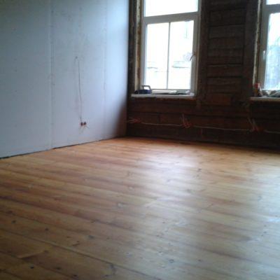 Kalamaja korteri laudpõrandalt eemaldatud vana värv, lihvitud ja õlitatud